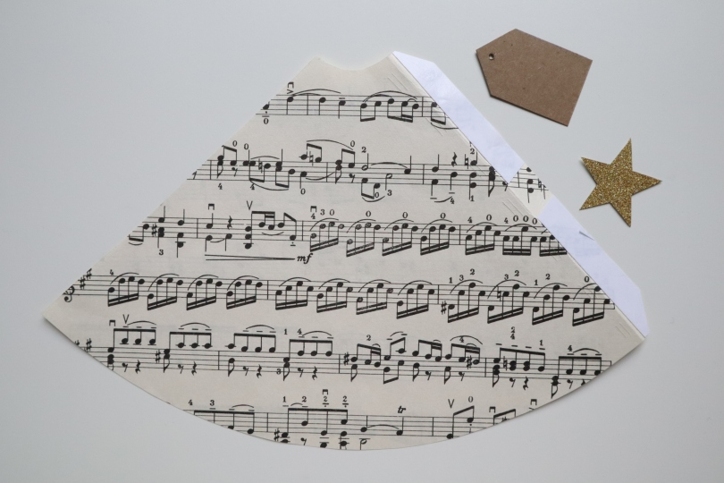 Paper tree cone label star