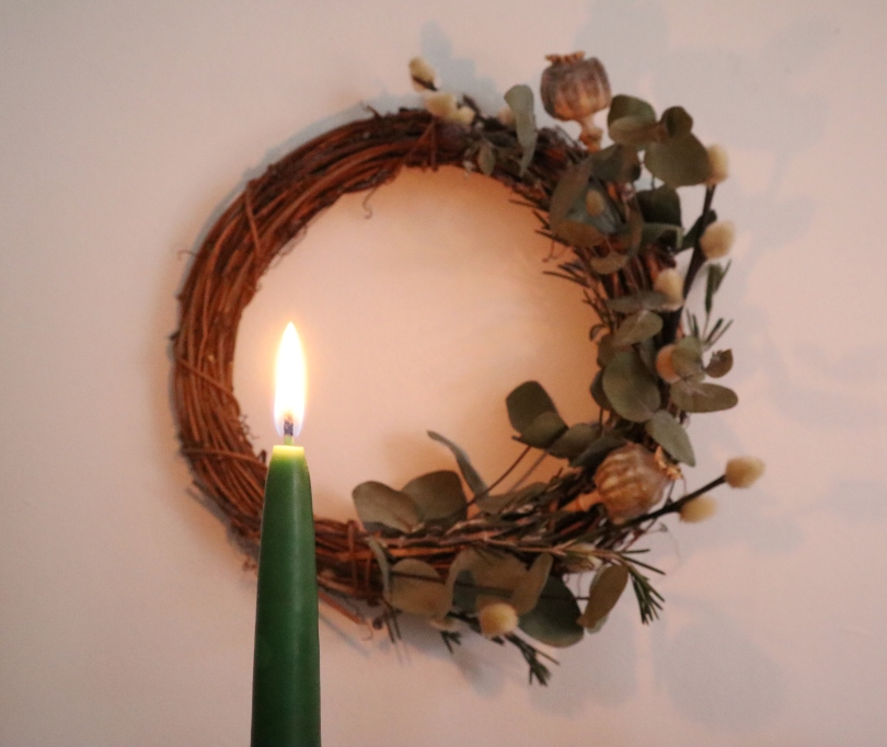 Merry Thoughts candle and wreath 1