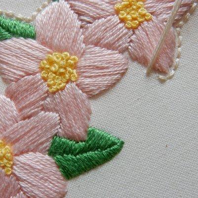 Blossom wreath back stitch 2 DSCN6073