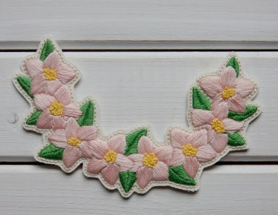 Blossom wreath embroidered panel DSCN6104