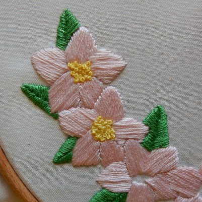 Blossom wreath french knots 4 DSCN5732
