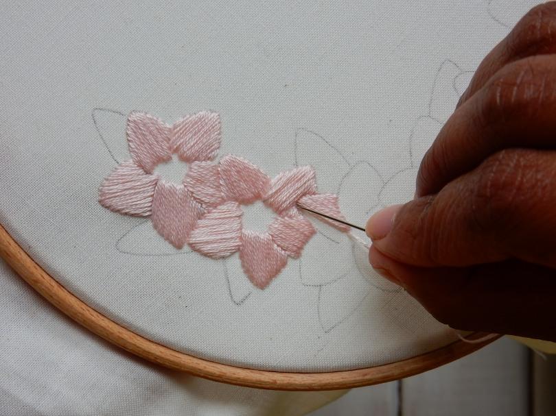 Blossom wreath satin stitch 1 DSCN5702