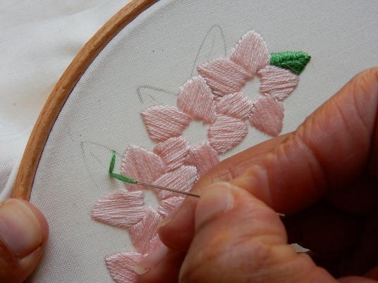 Blossom wreath satin stitch 3 DSCN5709