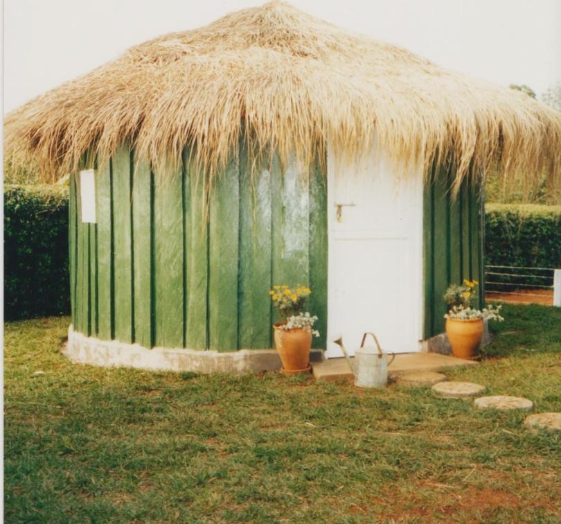 Hut on farm 001